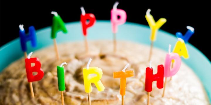 Dónde encontrar vídeos de felicitaciones de cumpleaños para WhatsApp