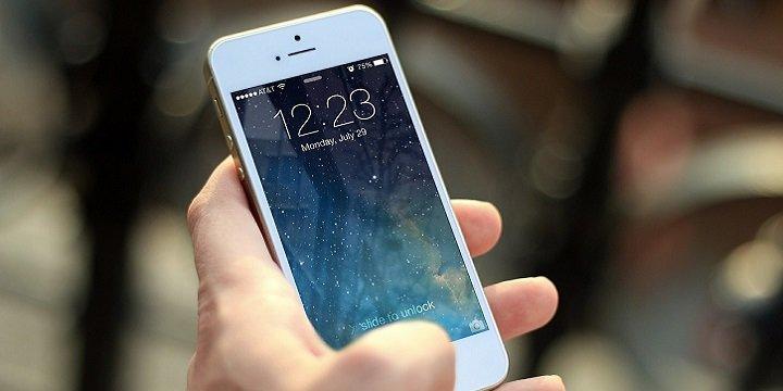 iOS 12 permite ver las fotos y contactos en un iPhone bloqueado por un fallo en Siri