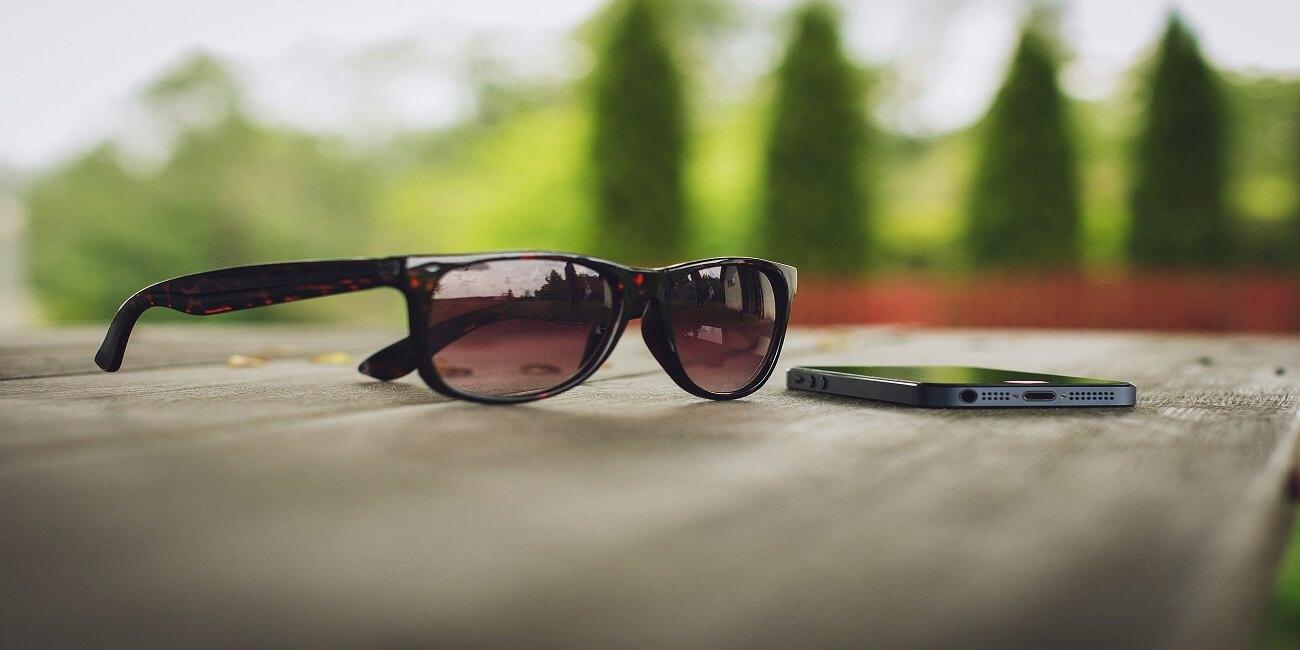 ¿Por qué no se ven las pantallas a través de las gafas de sol polarizadas?