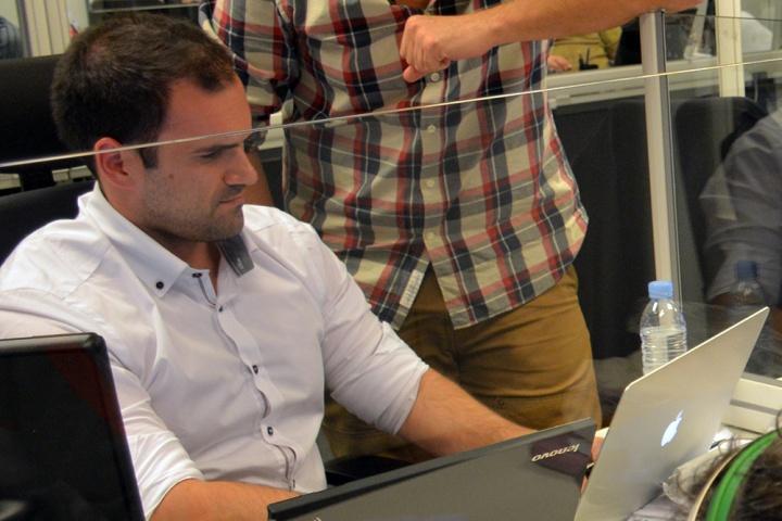"""Entrevista a Luis Cappa de buguroo: """"Cualquiera puede espiar una red WiFi abierta"""""""