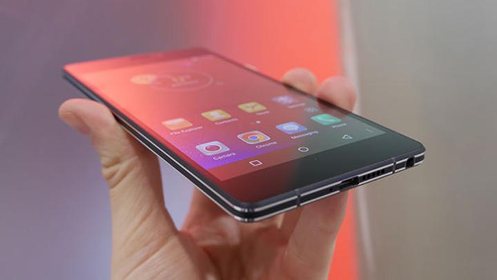KAZAM Tornado 552L, el smartphone Android de gama alta de KAZAM