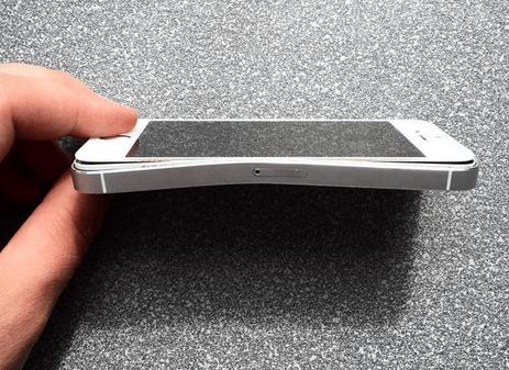 Imagen - Un iPhone 5s le salva la vida a un hombre en Rusia