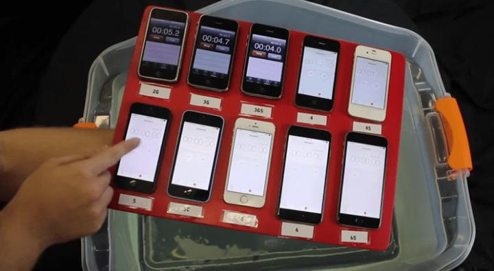 ¿Qué le ocurre al iPhone al sumergirlo en el agua?