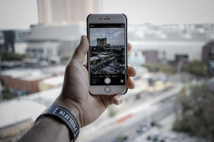 ¿Dónde se guardan las fotos en el iPhone?