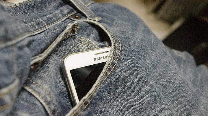 Samsung trabajaría en una cámara frontal bajo la pantalla para evitar el notch