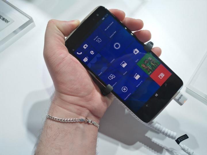 Alcatel lanza Idol 4 Pro, un smartphone con Windows 10 muy atractivo