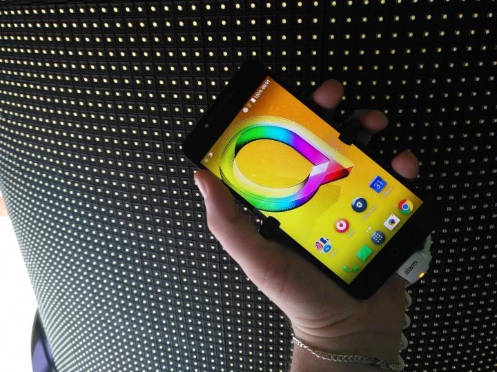 Imagen - Alcatel presenta los nuevos A5 LED, A3 y U5