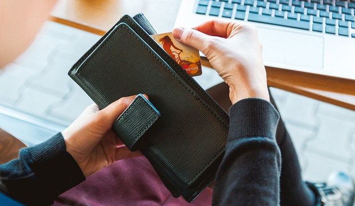 El skimmer falso, el nuevo método para robarte datos mientras retiras dinero de un cajero