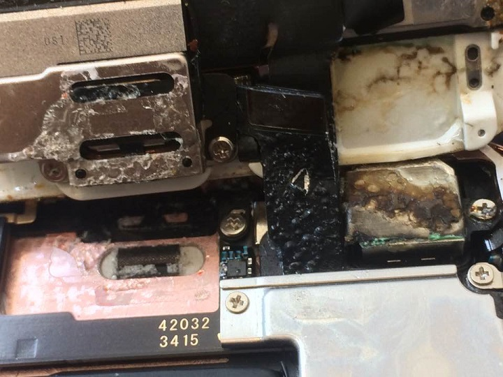 Imagen - Un iPhone se derrite internamente tras estar expuesto al sol