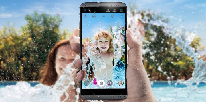 Imagen - LG Q8 es oficial: el smartphone con doble cámara y doble pantalla