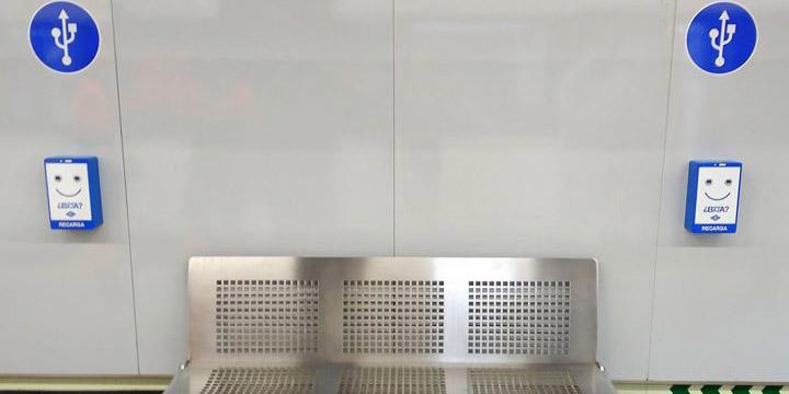 Metro de Madrid instalará 2.200 cargadores de móviles en sus estaciones