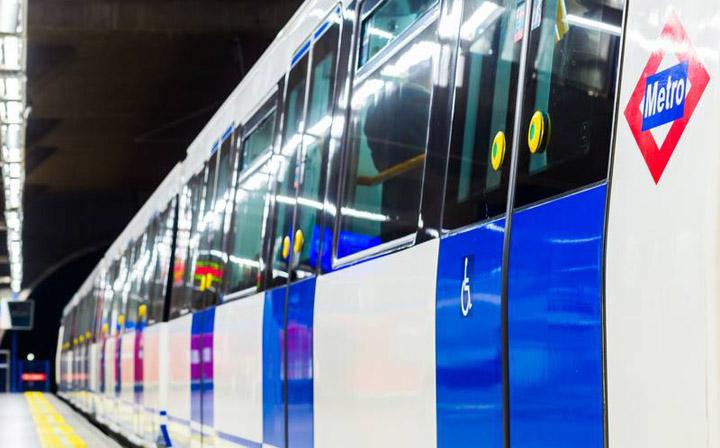 Imagen - Metro de Madrid instalará 2.200 cargadores de móviles en sus estaciones