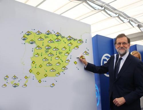 Imagen - Los mejores memes en redes de Rajoy junto a la pizarra en blanco