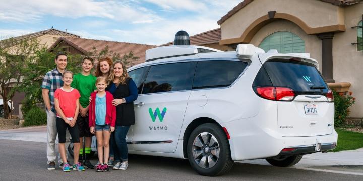 google-coche-autonomo-taxi-familia-720x359