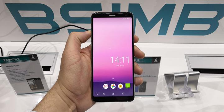 """BSIMB Super X, un smartphone """"todo pantalla"""" con resistencia al agua y carga inalámbrica"""