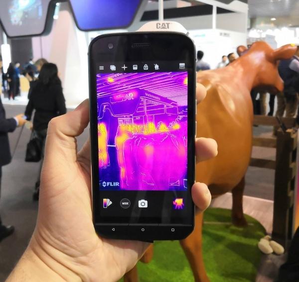 Imagen - CAT S61, el móvil profesional con sensor de temperatura, calidad del aire y distancia