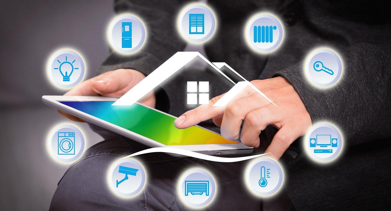 Cómo controlar dispositivos y electrodomésticos del hogar mediante comandos de voz