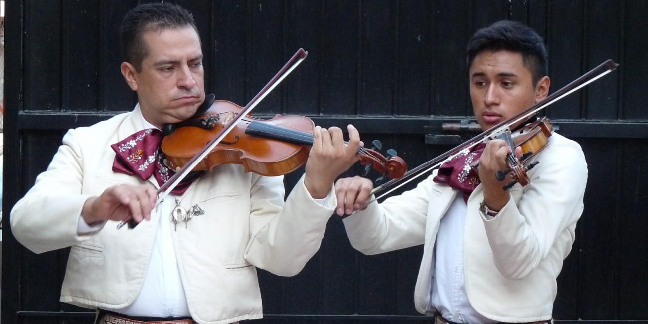 ForoCoches envía mariachis a la sede del PP
