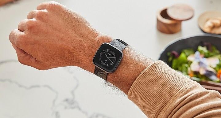 Imagen - Versa 2 es oficial: Alexa llega al smartwatch deportivo de Fitbit