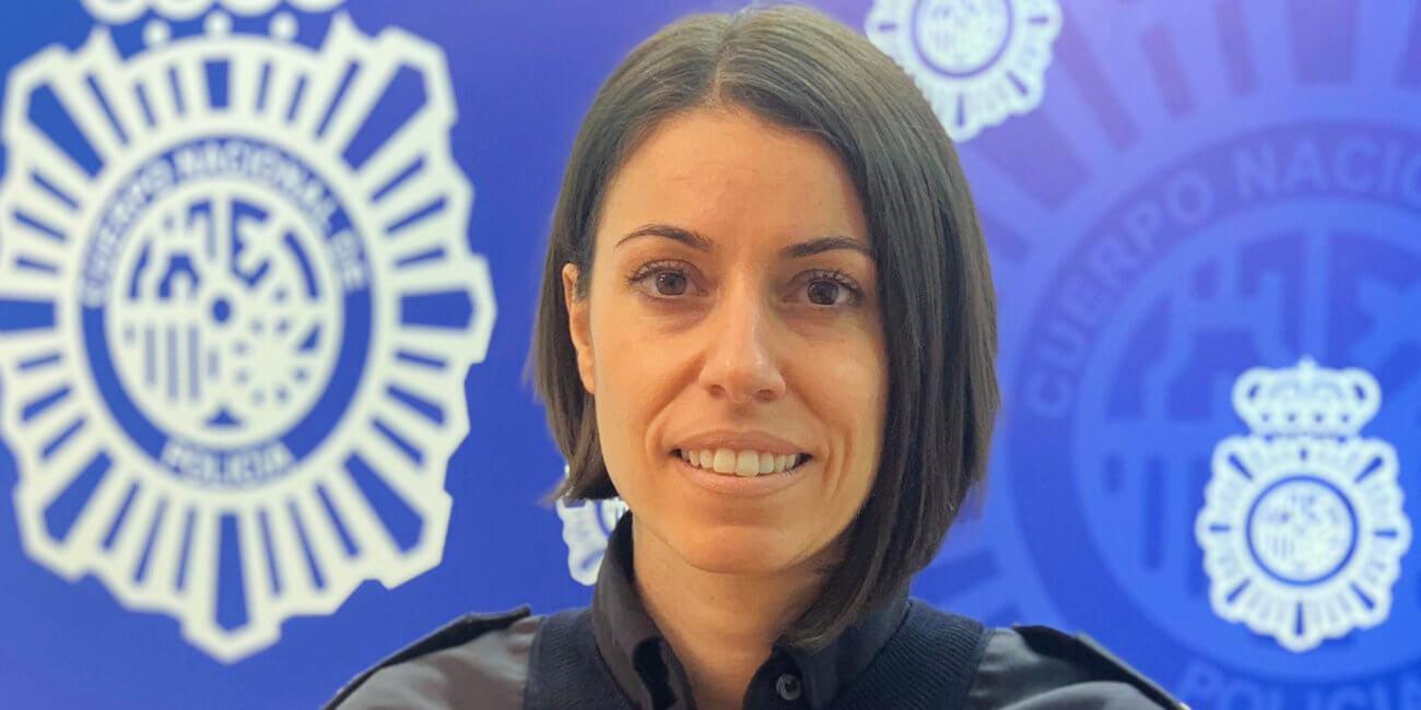 """Entrevista a Laura Garaboa (Policía Nacional): """"Hemos sido pioneros en redes sociales"""""""