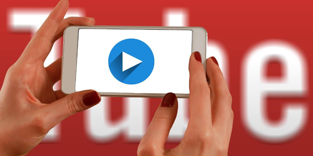 Cómo rebobinar o adelantar un vídeo en YouTube