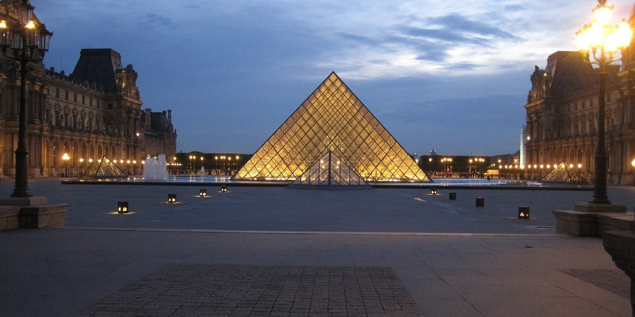 museo-louvre-1300x650