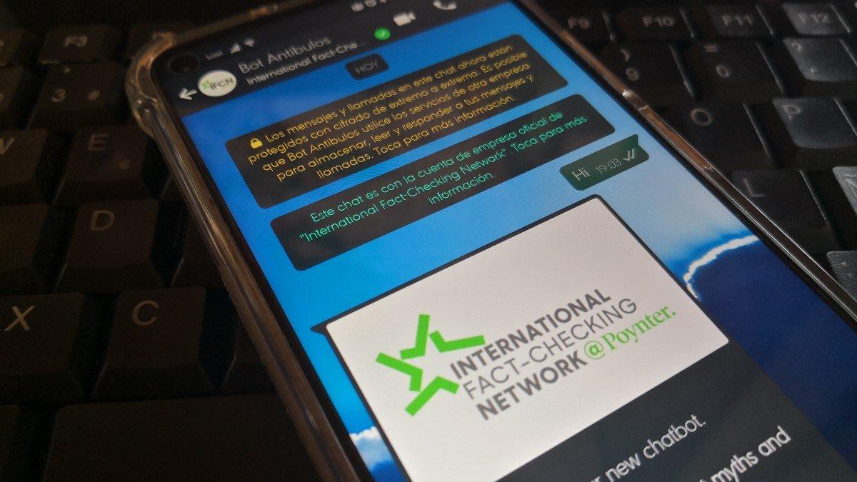 Ya puedes verificar bulos en WhatsApp con este nuevo bot