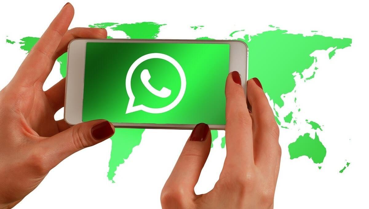 Una estafa en WhatsApp promete emojis navideños