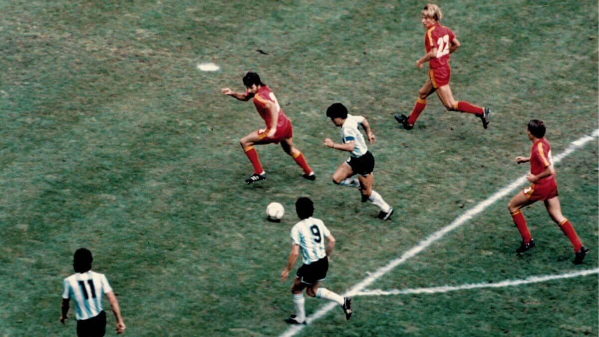 Maradona: una estrella en el campo y un icono en los videojuegos