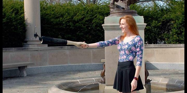El brazo-selfie, el palo selfie para solteros