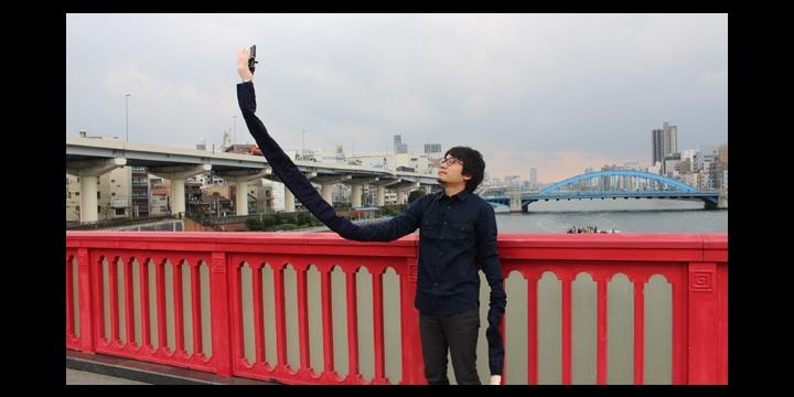 Lo último en palo selfie: un largo brazo