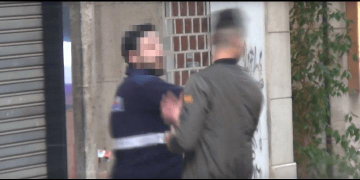 """El youtuber Granbomba es agredido por su broma del """"cara anchoa"""""""