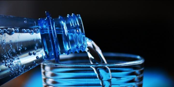 Un viral sobre las impurezas del agua Font Vella circula por WhatsApp