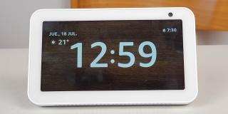 Review: Amazon Echo Show 5, un reloj inteligente con Alexa para nuestra mesa de noche