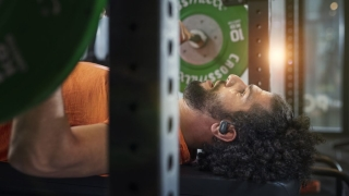 Desinfección ultravioleta y sonido por conducción ósea en los nuevos auriculares Philips