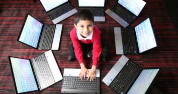 Un niño de 5 años aprueba un examen de Microsoft