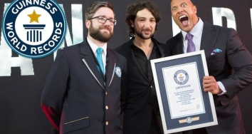 Dwayne Johnson, La Roca, consigue el Récord Guinness de selfies