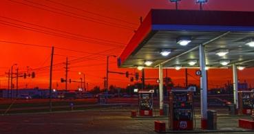 ¿Por qué se recomienda no usar el móvil en las gasolineras?