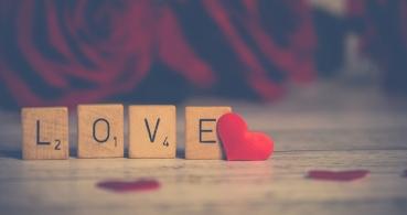 4 webs donde encontrar poemas de amor