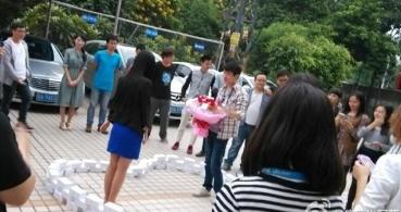 Un joven chino compra 99 iPhone 6 para que su novia se case con él