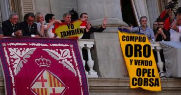 """Twitter se llena de memes de la """"guerra de banderas"""" de Barcelona"""