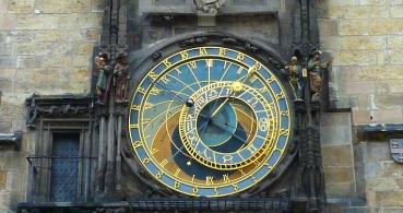 Google celebra los 605 años del reloj astronómico de Praga con un Doodle