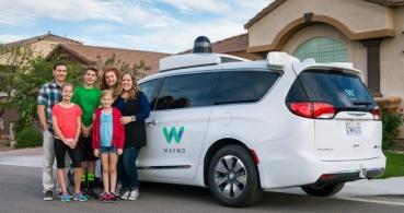Google abre al público su servicio de taxi sin conductor