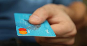 Un bulo sobre el pin de tu tarjeta bancaria corre por WhatsApp