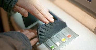Casi el 70% de los cajeros automáticos se pueden hackear para robar dinero