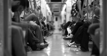 ¿Es seguro cargar el móvil en un USB desconocido como en el Metro?