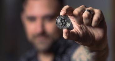 Comprometen cuentas de Twitter verificadas para propagar estafas con Bitcoin