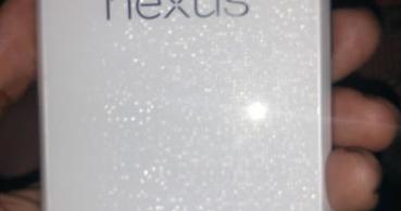 Aparece el Nexus 4 de color blanco