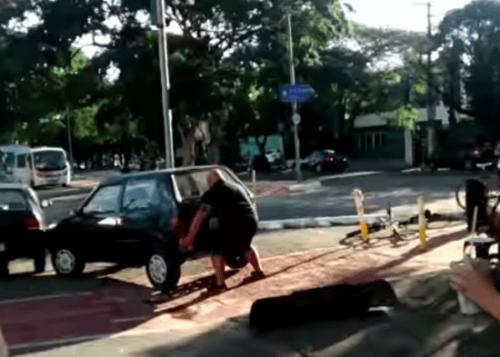 viral-video-ciclista-carril-bici-280715