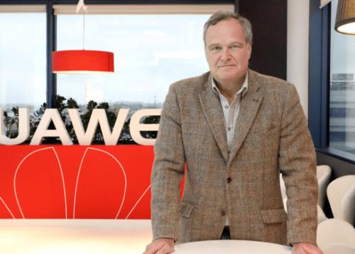 """Entrevista a Ramiro Larragán: """"Huawei P10 es el mejor teléfono para los retratos"""""""